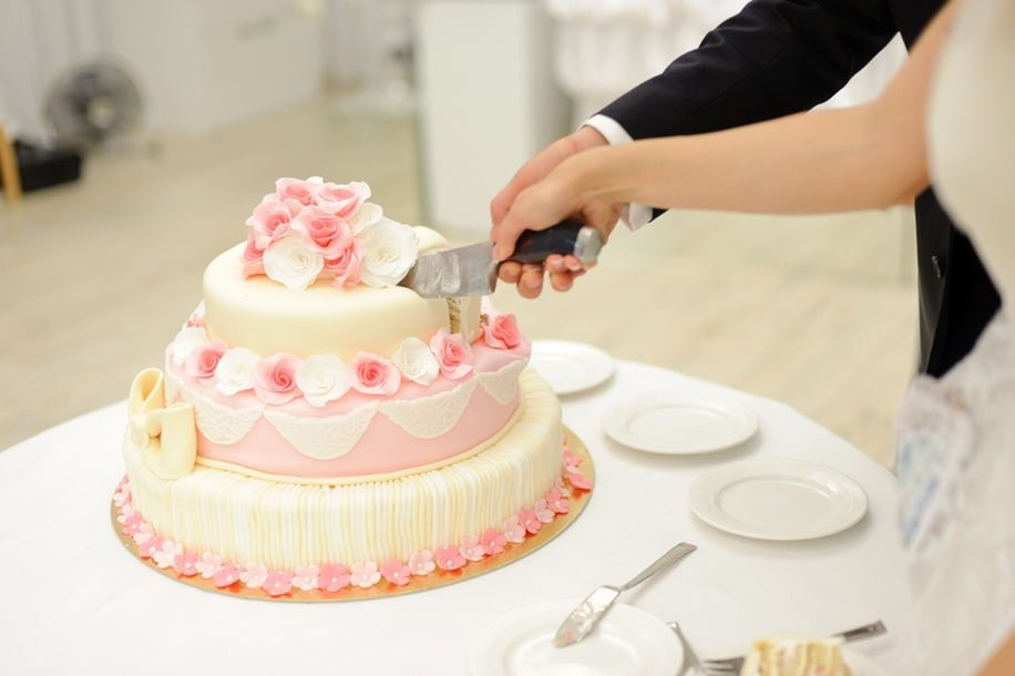 How Do You Cut A Tiered Wedding Cake